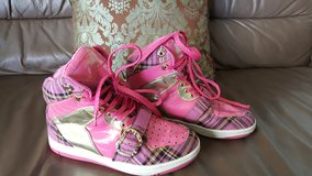 Apple Bottoms Pink and Gold Sneakers Size 8 in Stuttgart, GE