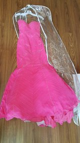 Beautiful hot pink prom/homecoming dress size 6 in Perry, Georgia