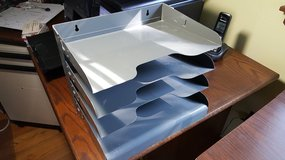 Metal 4 shelves Inbox in St. Charles, Illinois