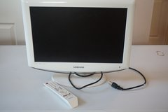 "Samsung 19"" LCD TV (White) in Batavia, Illinois"