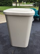 13 GALLON GARBAGE CAN in Morris, Illinois