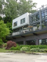 End-unit built in hillside, spectacular view and access to flats, river and downtown! Modern map... in Cleveland, Ohio