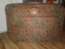 REDUCED!  VINTAGE RICARDO BEVERLY HILLS SUIT CASE in Cherry Point, North Carolina
