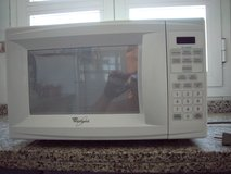 "Whirlpool MT4078SPQ 19"" 0.7 cu. ft. Countertop Microwave Oven in Rota, Spain"