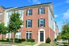 Gorgeous, three level, brick, end townhome in gated Potomac Club, Woodbridge VA! in Fairfax, Virginia