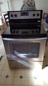 RECUDED:  Whirlpool 30-inch electric range with radiant dual element in Conroe, Texas