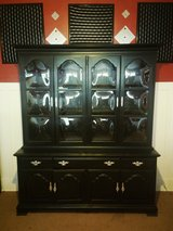Kling Colonial Maple China Cabinet w/Bubble Glass Doors in Fort Lewis, Washington