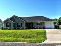 3 Bedroom, 2 Bathroom Home in Mint Farms- Fenced & Garage in Beaufort, South Carolina