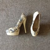 Size 8 platform stilettos floral in Fort Campbell, Kentucky