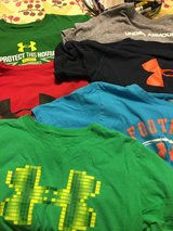 6 Under Armour boys tshirts size Large in St. Louis, Missouri
