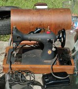 VINTAGE SINGER PORTABLE SEWING MACHINE WITH WOOD COVER in Camp Lejeune, North Carolina