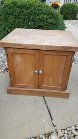 End table/night stand in Naperville, Illinois