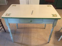 Vintage porcelain table plus 2 chairs in Cleveland, Texas