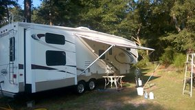 5th Wheel RV 35 foot, 4 slides, one and one half bath. Master bedroom queen, bunk house with 4 b... in Beaufort, South Carolina