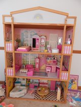 doll house comes with all the furnitures in it in New Lenox, Illinois