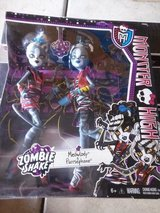 MONSTER HIGH KITTY CATS 2 DOLL SET NEW in Naperville, Illinois