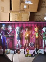 MONSTER HIGH HUGE FIVE DOLL EXCLUSIVE SET in Naperville, Illinois