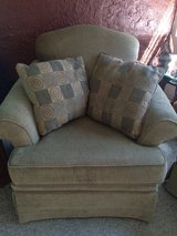 Accent chair. Sage green. With 2 decorative pillows in Tampa, Florida