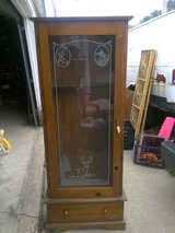Gun cabinet with lock and key holds 6 guns 6ft x 2ft in Kankakee, Illinois