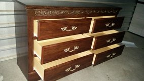 Beautiful dresser with 6 drawers in Fort Bliss, Texas