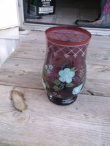 CRANBERRY COLOR FLORAL PRINT VASE in Alamogordo, New Mexico
