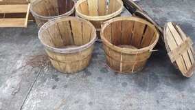 6 Wooden large baskets and crate in Alvin, Texas