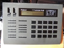 Roland R-8 Drum Machine with extra Sound card in Wiesbaden, GE