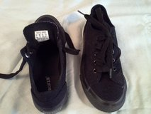 Joe Boxer Black Gym Shoes Size 1-Only Worn for 3 hours in Bolingbrook, Illinois