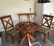 Nice sturdy glass round table w/4 chairs in Hinesville, Georgia