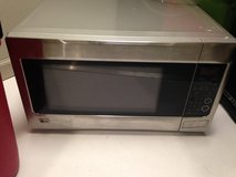 Microwave good condition in Conroe, Texas