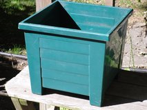"sq. plastic deck planter 13""h x 14.5""w in Glendale Heights, Illinois"