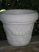 "plastic planter 10""h x 12""w in Glendale Heights, Illinois"