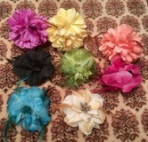 BIG FLOWER HAIR CLIPS x8 in Lakenheath, UK