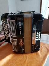 Very nice Accordion from Hohner Model Ouverture black like new in Ramstein, Germany
