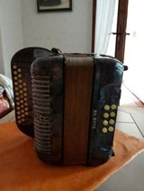Like new, very nice Accordion from Hohner Model Club II B in grey in Ramstein, Germany