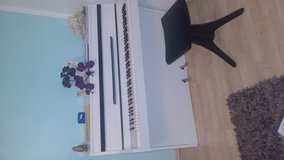 piano´`  bentley´´ white very nice and very good condition in Ramstein, Germany