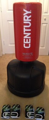 Wavemaster Freestanding Training Bag w/2 sets of Youth Gloves in Beaufort, South Carolina