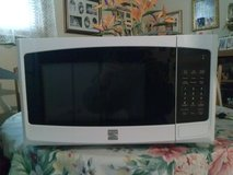 Kenmore microwave in Fort Campbell, Kentucky