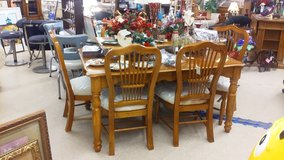 Wood Dining Table w/ Leaf & 6 Chairs (1411-1084) in Camp Lejeune, North Carolina