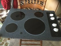 GE flat surface cooktop in Fort Knox, Kentucky