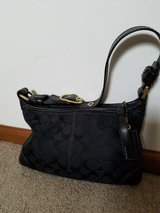Coach Signature Shoulder bag in Chicago, Illinois