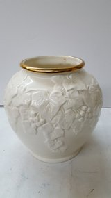 "Beige & Gold Vase 8""x8"" Round in Kingwood, Texas"