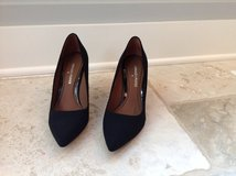 Pair of women's Donald Pliner Black Pumps Size 8 in St. Charles, Illinois