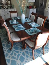 7 piece dinning set. Like new in Lake Elsinore, California