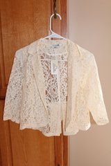 NWT F21 Cropped Lace Jacket in Fort Leonard Wood, Missouri