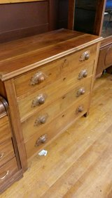 4 Drawer Victorian Dresser Carved Acorn Drawer Pulls in Fort Leonard Wood, Missouri
