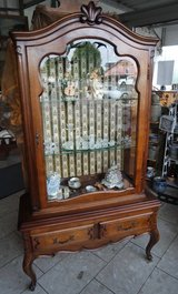 beautiful Louis XV style walnut display cabinet with glass on both sides in Baumholder, GE