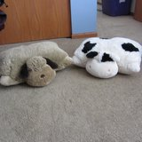 2 Pillow Pets Excellent Condition in Morris, Illinois