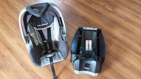 Babytrend Infant Carrier and Base in Bolingbrook, Illinois