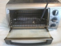 Toaster-R-Oven, Black & Decker, 1200 watts in 29 Palms, California